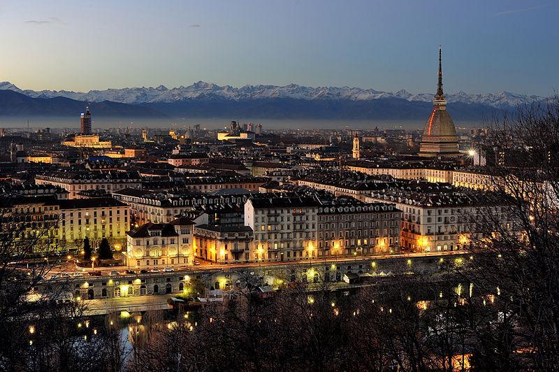 Vue nocturne de Turin, depuis le Mont des Capucins