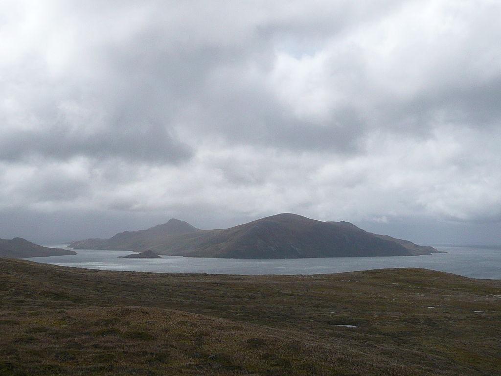 Vue de l'île Freycinet prise de l'île Herschel (crédit : Commons Wikimedia)