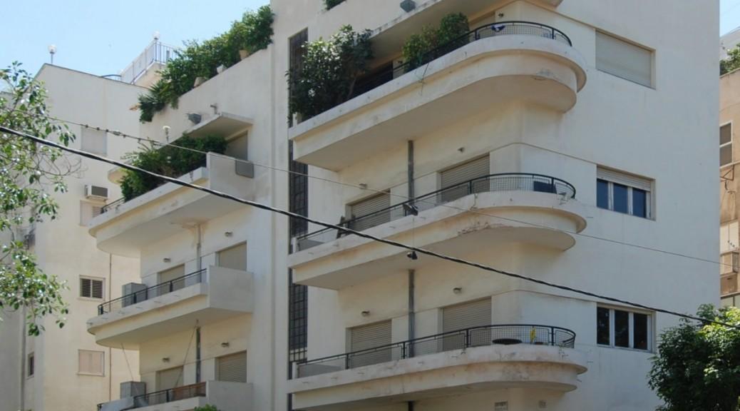 Tel_Aviv_Ben_Gurion_-_Emil_Zola_2011