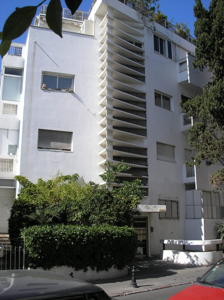 Thermometter_House_Tel_Aviv_2006-11